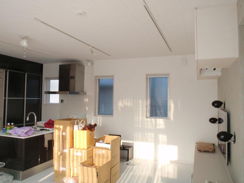 豊島区ホームシアター壁掛け設置です