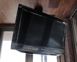 鎌倉市でテレビの壁掛け天吊り工事その4