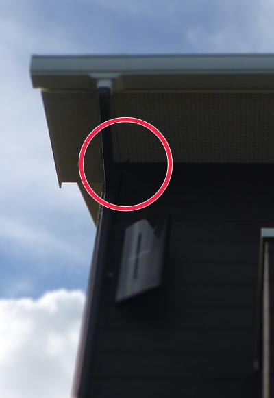 壁付けフラットアンテナから天井裏に直接配線