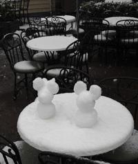 雪のミッキーとミニー