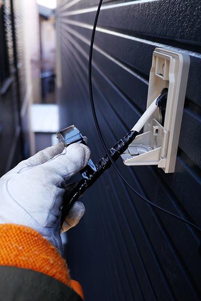 アンテナ線の接続部分は可能な限り外壁等にあわせた配線を心がけています