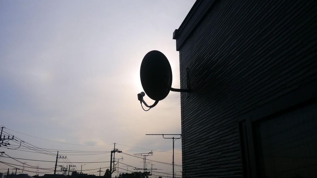 アンテナ線を引き出した穴は小さいものですが、シリコンコーキングにて防水処理を施しています