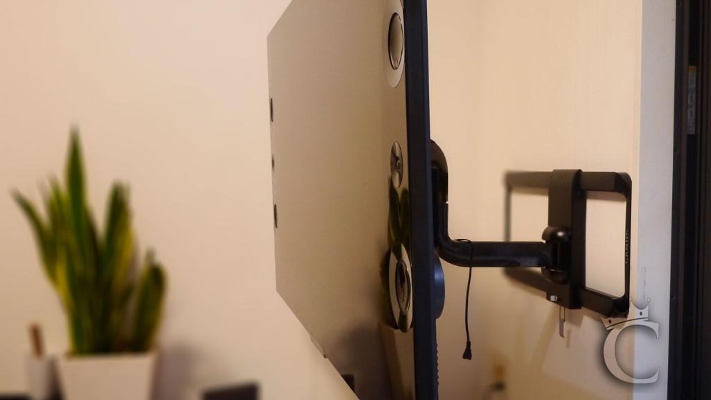 アンテナ配線等をしていない状態ですが、多少の配線はアームの中に収納できるようになっています。