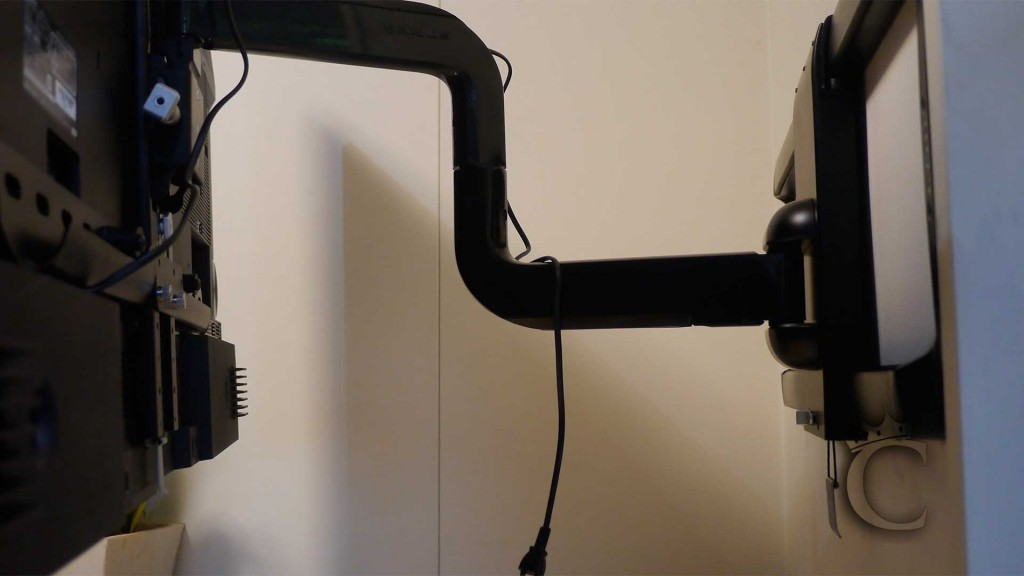 2段階のアームで、動きの自由度が高い金具です。