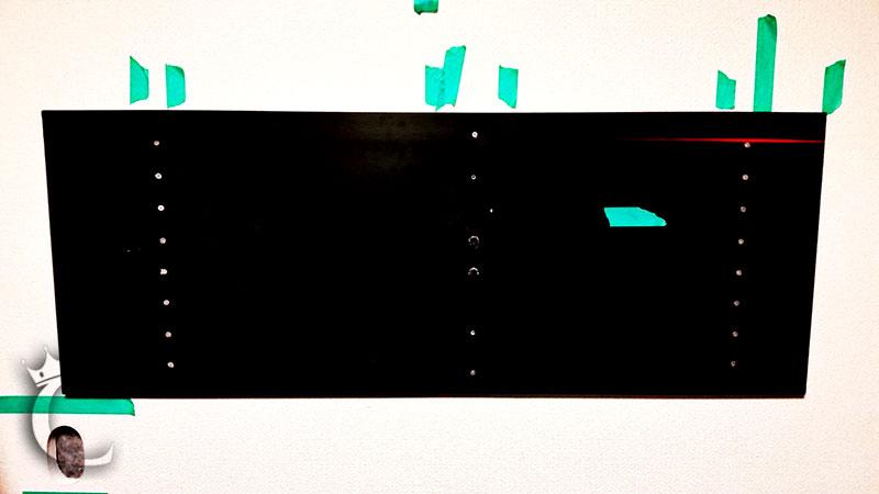 割り出した柱の位置を基に補強用の合板を水平に固定します