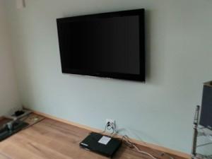 川越市でテレビの壁掛け工事