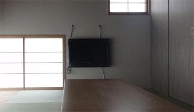 和室のテレビ壁掛け