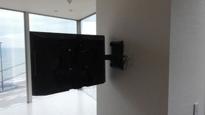 VMF220も2段アームなので適合サイズのテレビは真横に向けられます