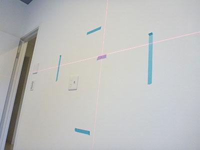 足立区テレビ壁掛け工事_レーザー墨出