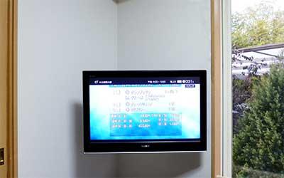 杉戸町テレビ壁掛け工事_コーナー設置