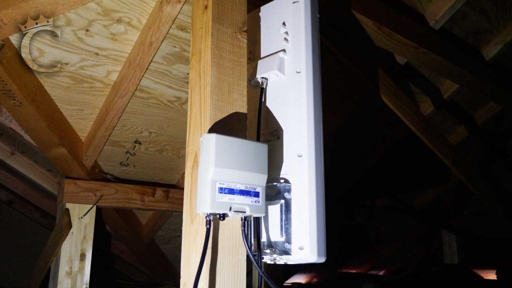 今回はアンテナのすぐ近くでブースターの本体を取り付けましたが、ブースター電源はクローゼット内のマルチメディアぼっくスの中に設置してあります。