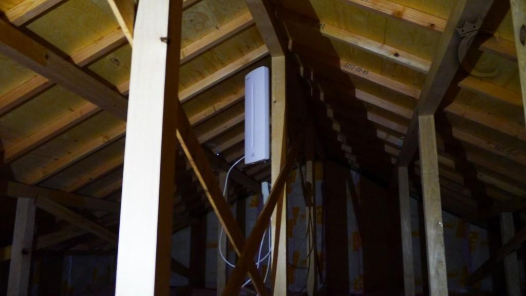 今回は屋根裏にアンテナ配線がない案件でしたが、広々とした屋根裏で作業もしやすく、電波状況もいい場所でした